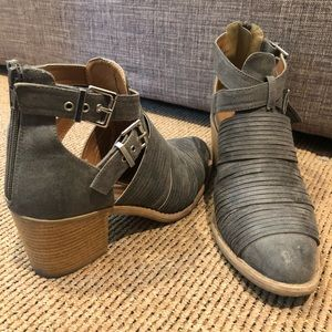 Grey booties US 10
